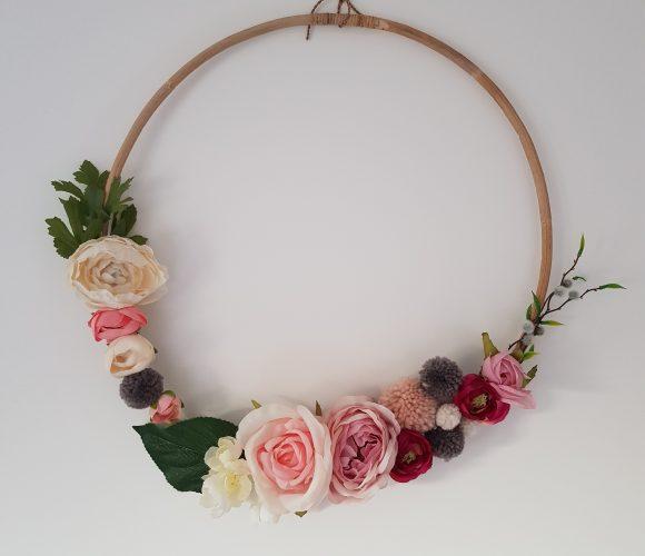 Couronne de fleurs décorative