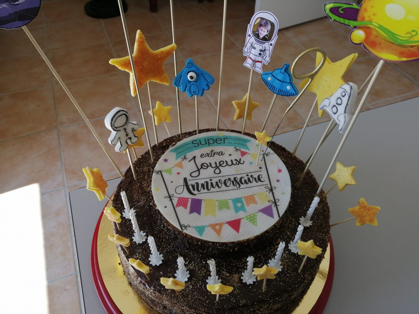 Gâteau d'anniversaire sur le thème de l'Espace