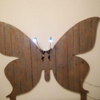 Tête de lit papillon en palette