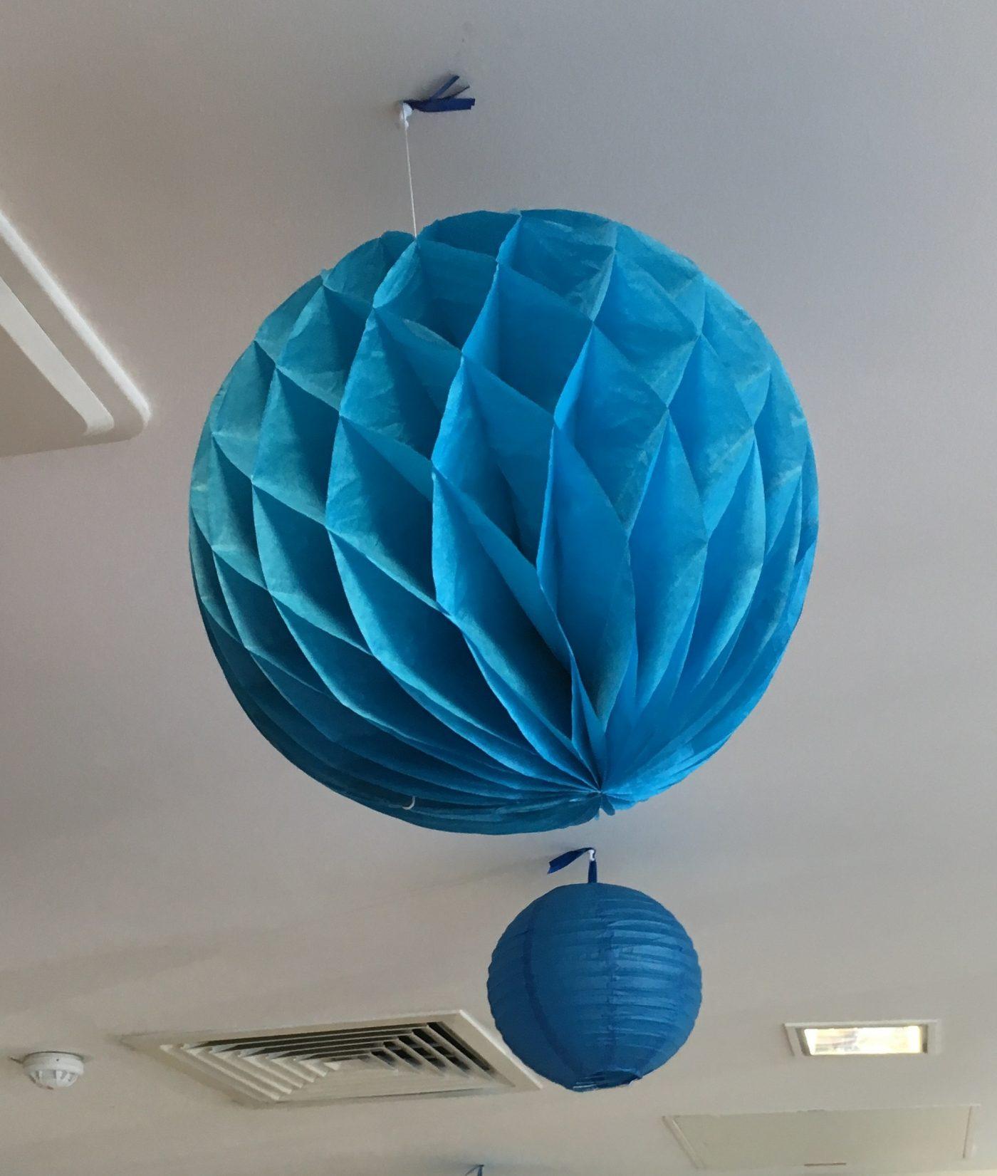 J'ai testé pour vous la Boule de papier festonée turquoise diamètre 25cm (Ref : 10110190)