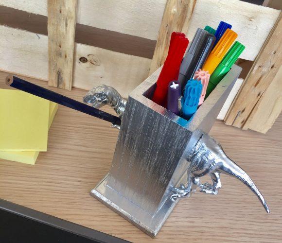 Mon pot à crayons T-REX !
