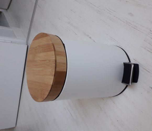 J'ai testé pour vous poubelle de salle de bain en métal et bambou 3L