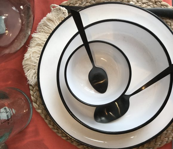 Assiette creuse liserée noir