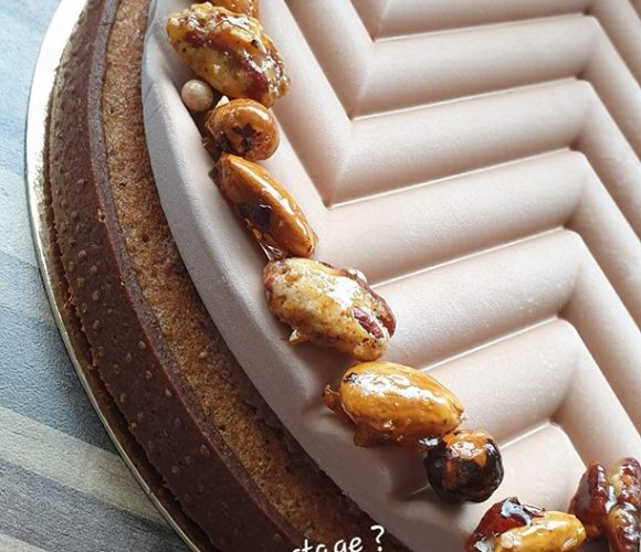 TARTE GRAPHIQUE CHOCOLAT NOISETTE