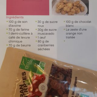 Les cookies au son d'avoine,chocolat blanc et cranberries bio!!!