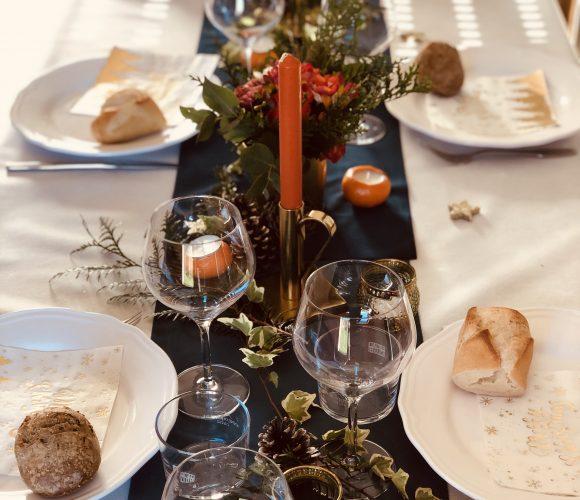 J'ai testé pour vous chemins de table velours bleu ,bougies potiron, supports bougies dorés , étoiles dorées 🎄🍽🍊