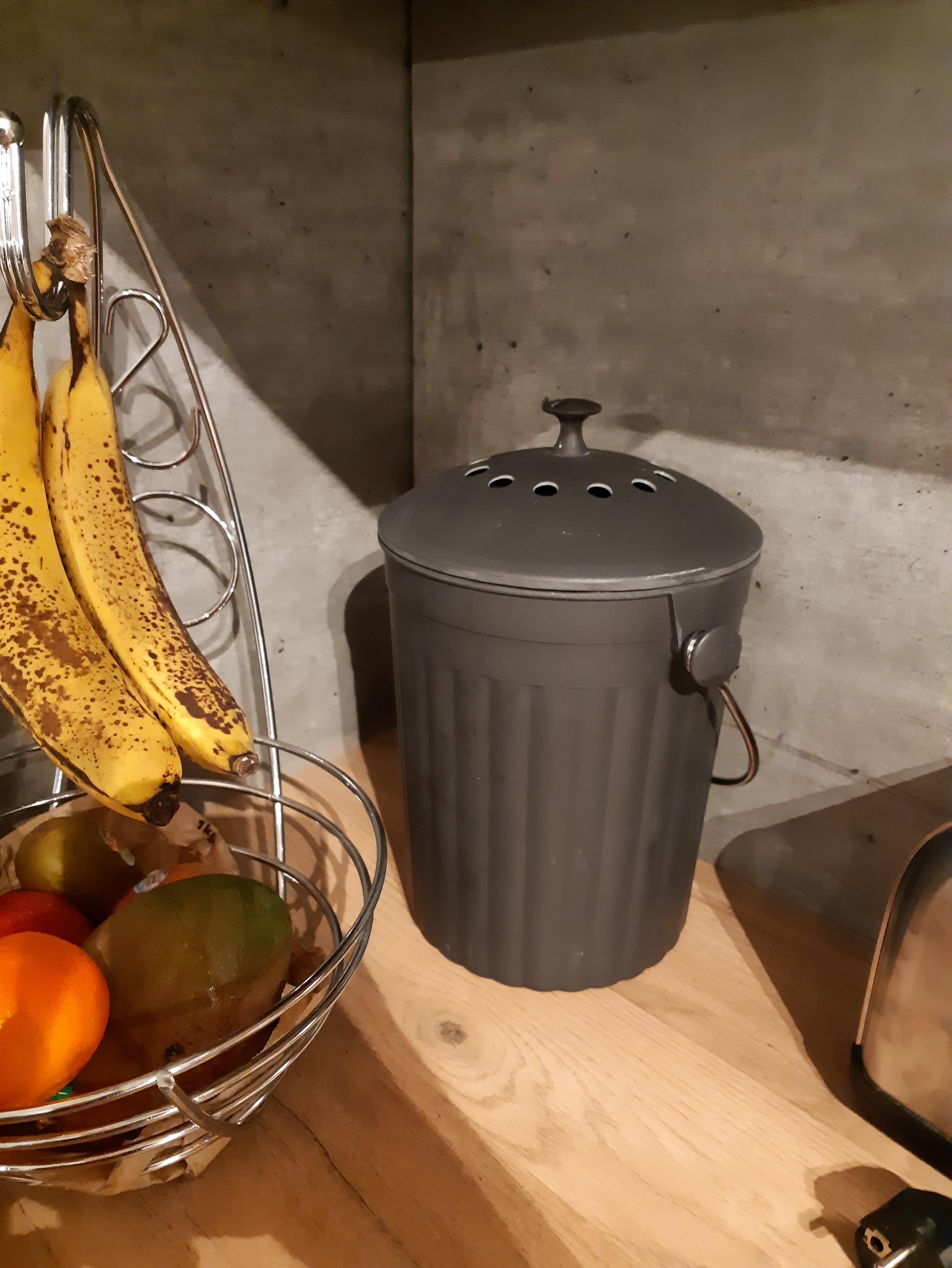 J'ai testé pour vous le seaux à compost avec filtre à charbon