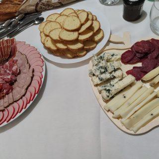 Idée de création de plateau fromage et charcuterie pour apéritif dinatoire