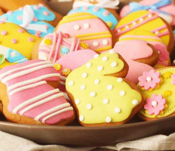 Biscuits de Pâques avec emporte-pièces mini