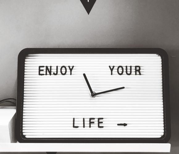 J'ai testé pour vous l'horloge letterboard