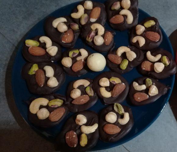 Des mendiants réalisés avec le chocolat noir Inaya
