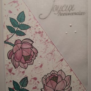 Carte rose métallique et feuille calque