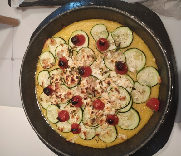 tarte à la polenta chèvre, courgette et tomates cerises