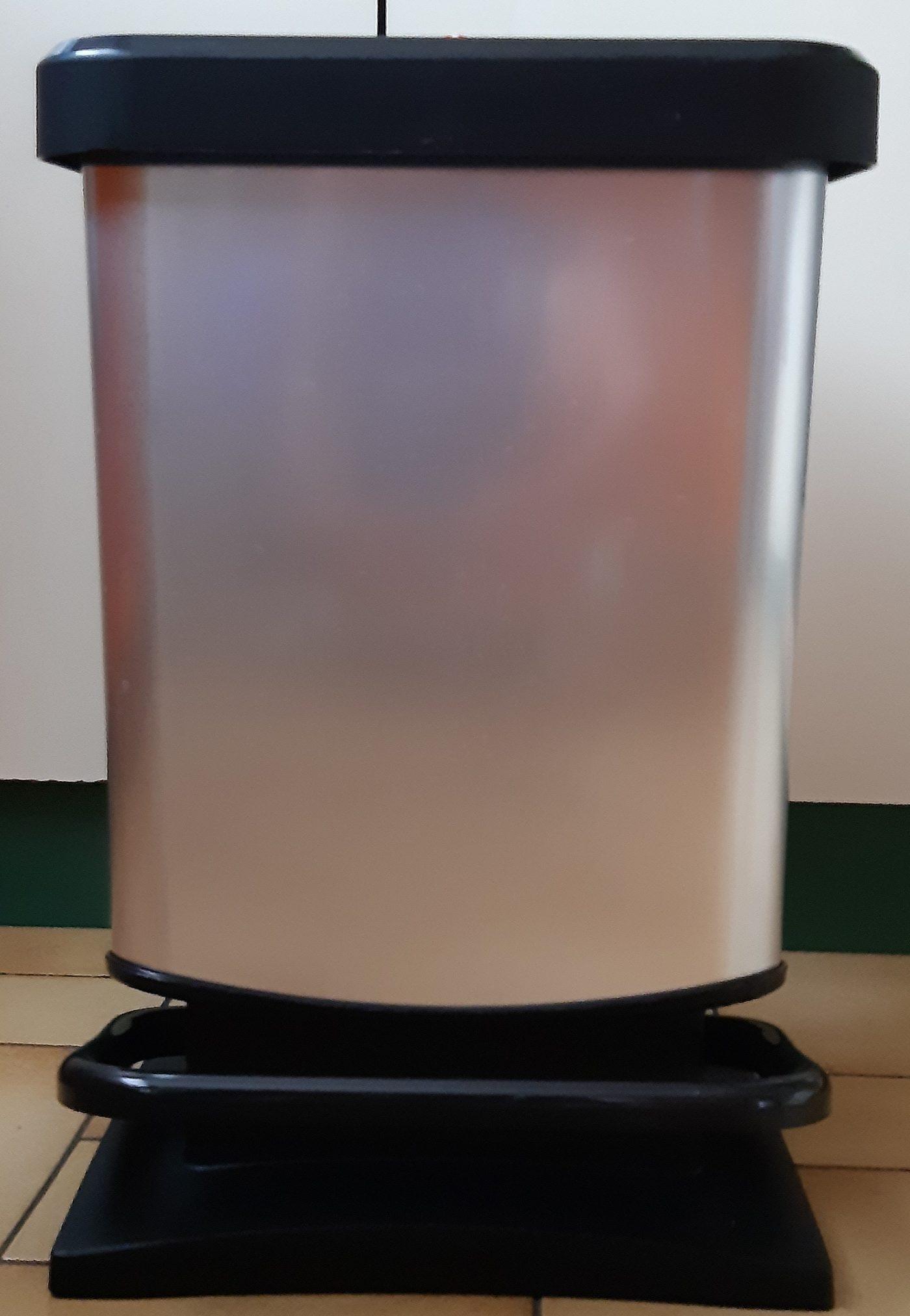 J'ai testé pour vous poubelle à pédale effet métal 20 litres Rotho