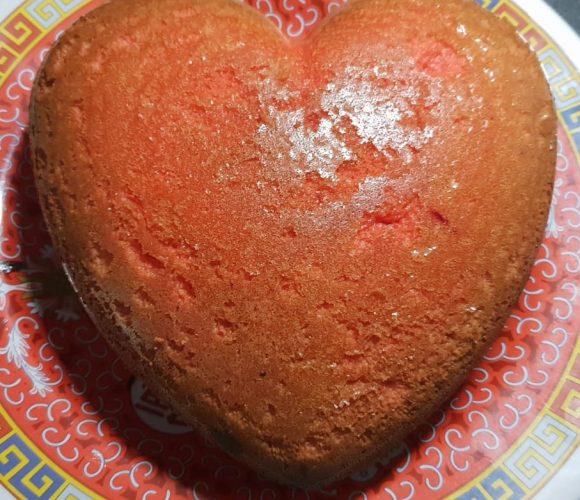 Gâteau moelleux sour cream avec le moule 3D cœur