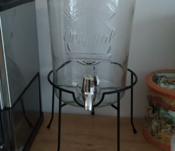 J'ai testé pour vous fontaine à boissons en verre 5 litres avec support filaire noir