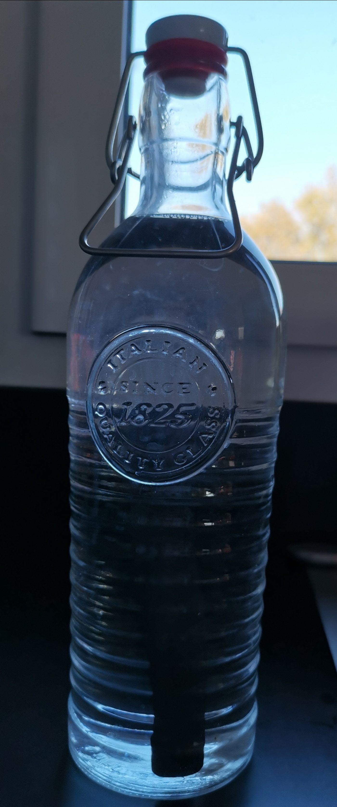 Bouteille d'eau en verre 1,2L + charbon actif