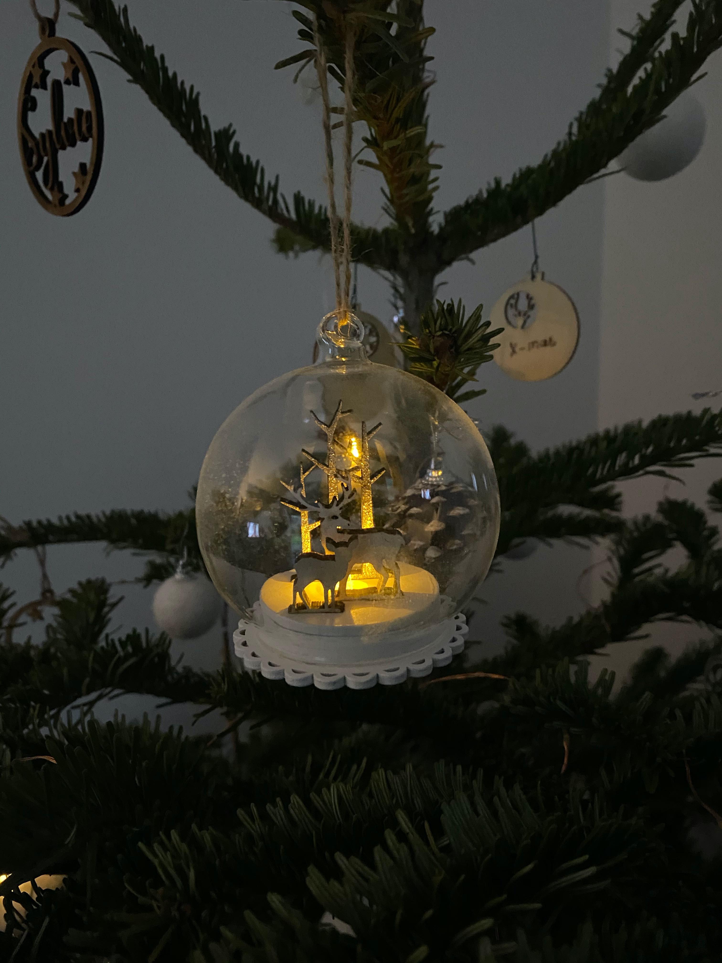 J'ai testé pour vous décoration de Noël suspension boule verre Led hiver argent d8cm