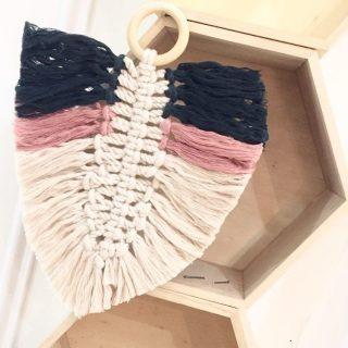 Ma plume macramé bicolore ! Disponible aussi en atelier VISIO sur zodio.fr plan de campagne !