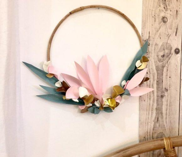 Ma décoration murale fleurs en papier et rotin ! Disponible en atelier VISIO sur zodio.fr plan de campagne