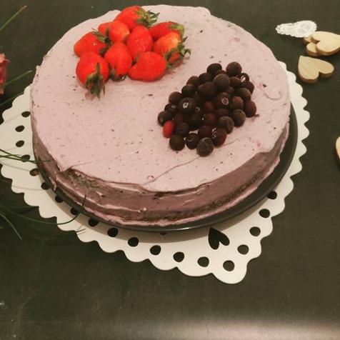 Gâteau ganache montée chocolat blanc, crème de coco et myrtilles