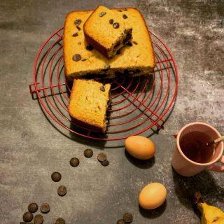 Gâteau à la farine de manic, bananes, noix de coco et chocolat noir