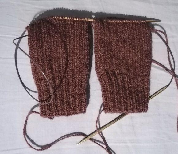 Tricoter deux chaussettes en même temps