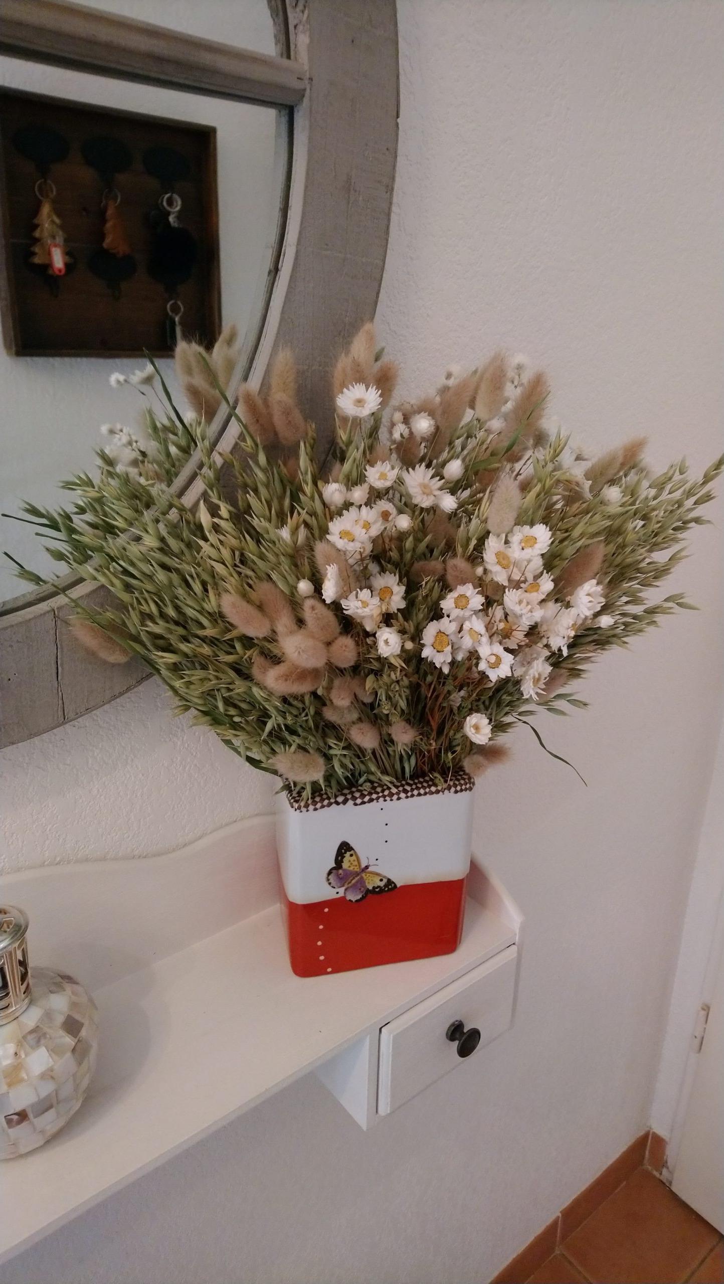 Un bouquet à l'entrée pour accueillir la maisonnée