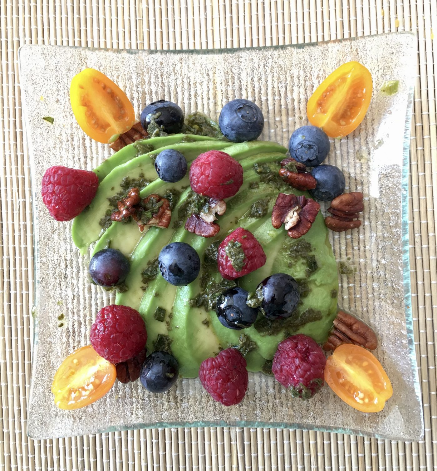 Avocat et farandole de fruits