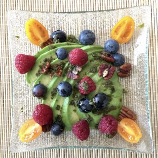 Avocat et farandole de fruits