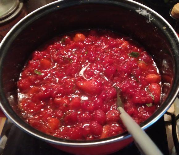 Confiture framboises fraises basilic