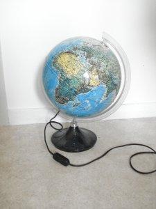 Relooker un globe terrestre avec la peinture ardoise Pébéo