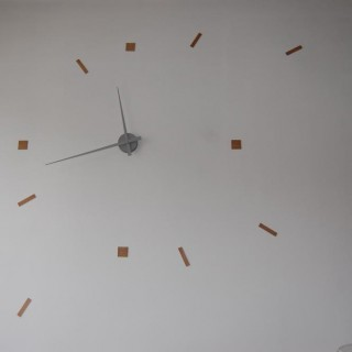 Horloge géante réalisée avec du balsa et le mécanisme vendu chez Zodio