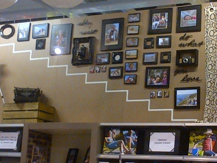 les cadres font le mur les photos aussi blog z dio. Black Bedroom Furniture Sets. Home Design Ideas