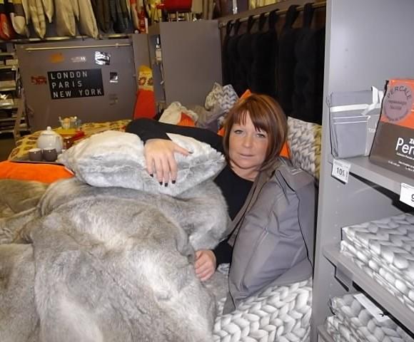 j'ai choisi pour ma mémé Ginette le jeté de lit Loup