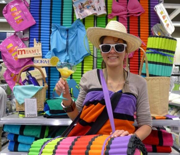 Coup de cœur : le matelas de plage rayé aux couleurs de l'été !