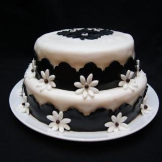Gâteau fraisier en pâte à sucre