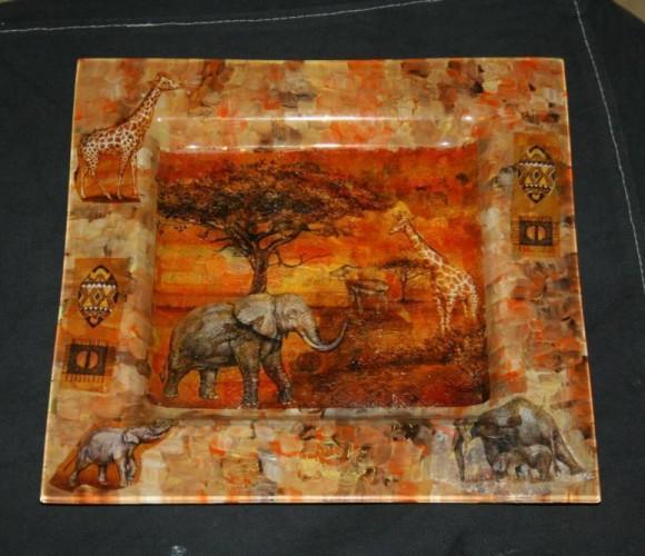 Ma création: une assiette africaine réalisée à partir de serviettes en papier