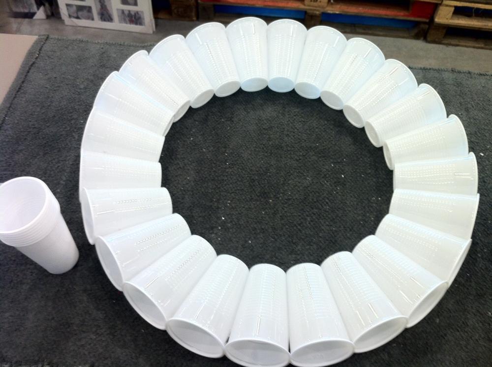 d tournons ensemble des verres en plastique en bonhomme de neige blog z dio. Black Bedroom Furniture Sets. Home Design Ideas