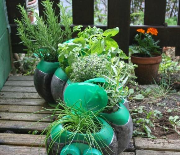 Objet détourné : Petite jardinière d'aromates en barils de lessive