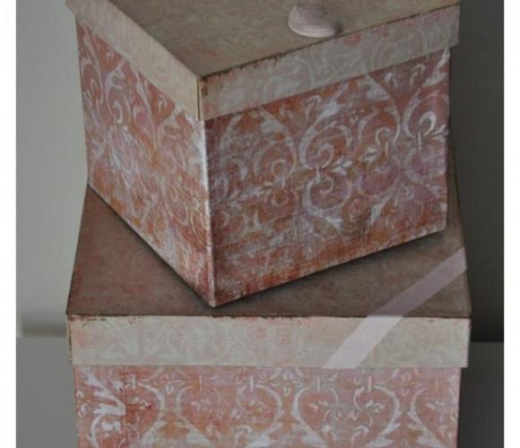 Les boîtes roses