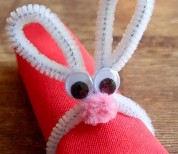 Déco de table Pâques – un lapin attache serviette