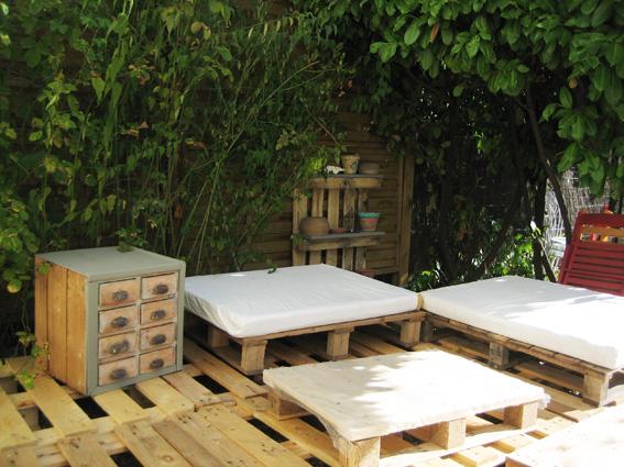 Cr ation en palettes pour votre ext rieur blog z dio - Deco jardin en palette nice ...